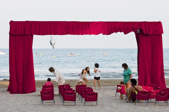 Фестиваль Benicassim в Барселоне: Ночные танцы, дни на пляже и алко-маршрут Хемингуэя. Изображение № 15.
