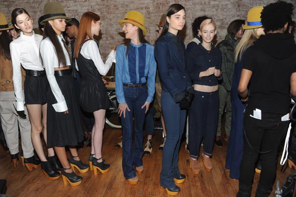 Бэкстейдж Levi's®  на Нью-Йоркской неделе моды. Изображение № 6.