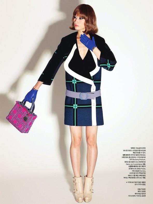 """Съемка: сет """"60s Bang Bang"""" в корейском Harper's Bazaar. Изображение № 12."""