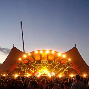 Фестиваль Roskilde в Дании: Бег голышом, гигантские шатры и резиновые сапоги . Изображение №24.