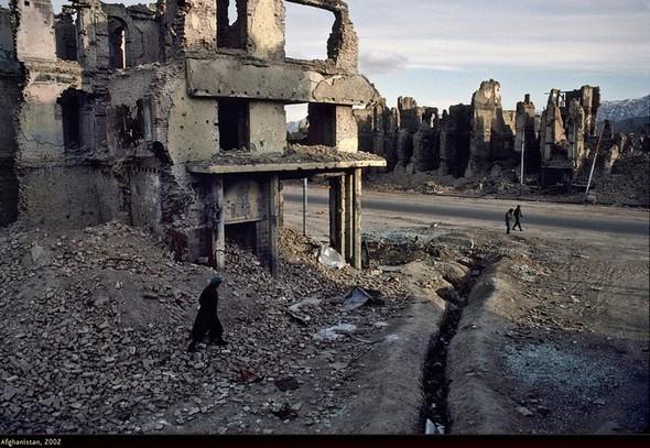 Война через объектив камеры Стива МакКарри. Изображение № 23.