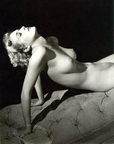 Части тела: Обнаженные женщины на винтажных фотографиях. Изображение №115.