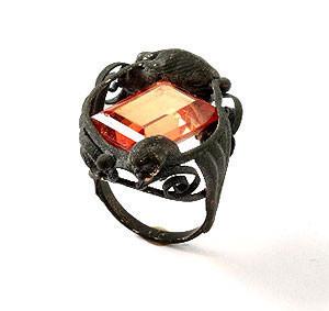 Karl Fritsch: Кольцо может быть оружием. Изображение № 30.