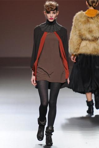 Ирина Николаева на показах Mercedes-Benz Fashion Week Madrid. Изображение №30.