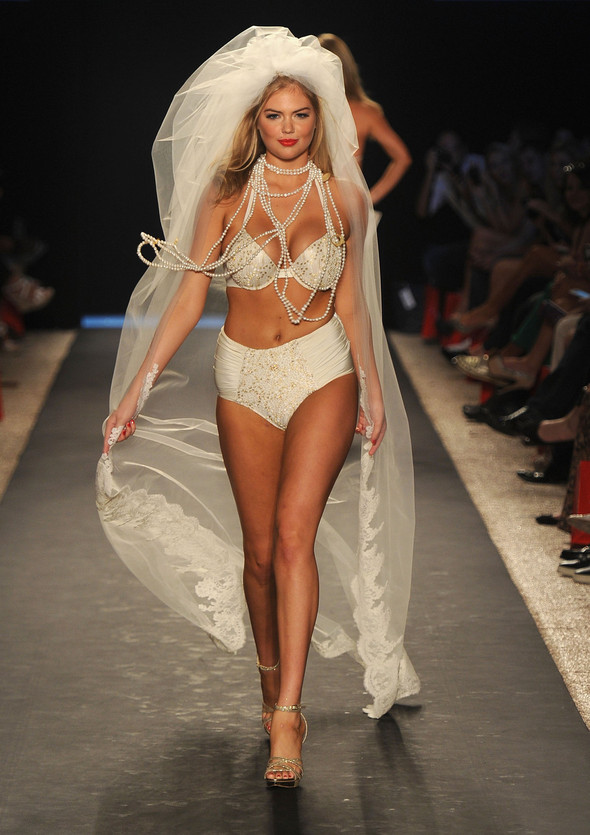 Купальный сезон 2012: Mercedes-Benz Fashion Week Miami [SWIM]. Изображение № 23.
