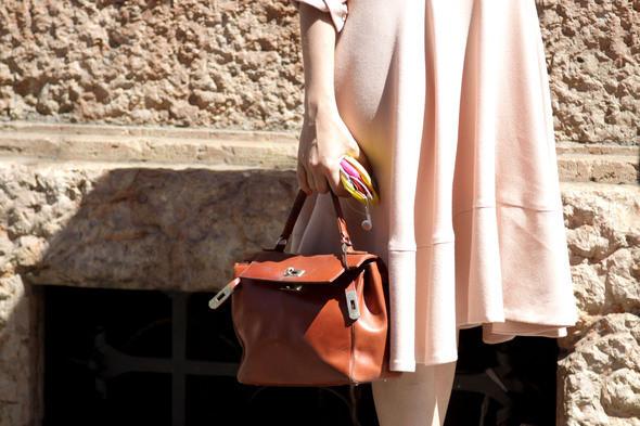 Изображение 24. Девушки на Milan Fashion Week: день 2.. Изображение № 23.