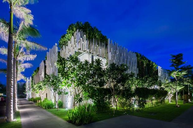 Архитектура дня: белый спа-центр во Вьетнаме с растениями на фасаде. Изображение № 2.