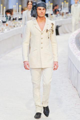 Chanel показали пре-осеннюю коллекцию. Изображение № 8.
