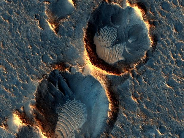Посадочная площадка миссии Ares-3, снятая через несколько месяцев после предыдущего снимка. Изображение № 3.