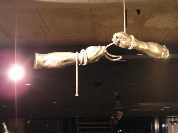 Скульптуры Джерзи Кедзиоры, парящие в воздухе. Изображение № 34.