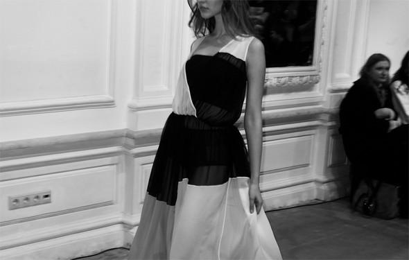 Дизайнер Андрей Артемов: «Она идет от своего парня в мужском пиджаке поверх коктейльного платья». Изображение № 5.