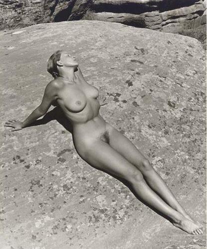 Части тела: Обнаженные женщины на винтажных фотографиях. Изображение №38.