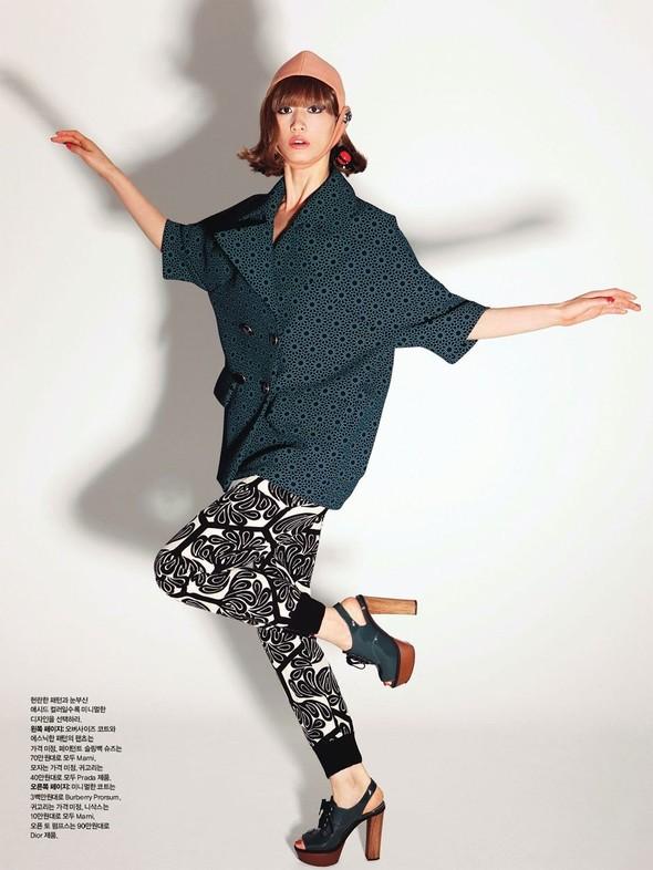 """Съемка: сет """"60s Bang Bang"""" в корейском Harper's Bazaar. Изображение № 9."""