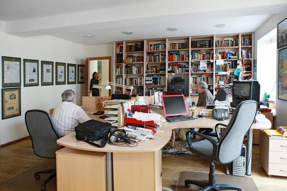 Изображение 2. Иностранные наблюдатели. Один день в офисе московского бюро The New York Times.. Изображение № 1.