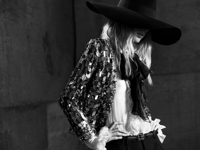 Вышла новая женская кампания Saint Laurent Paris Эди Слимана. Изображение № 7.