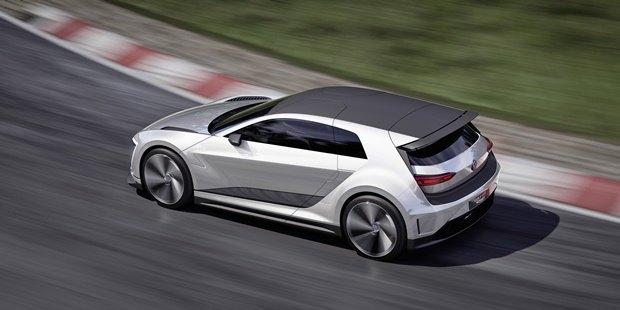 Volkswagen показал концепт автомобиля Golf GTE Sport . Изображение № 4.