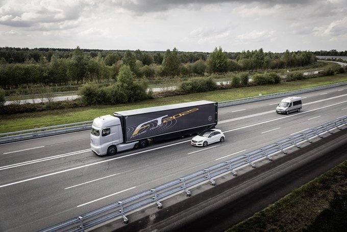 Появились новые фотографии автономного грузовика Mercedes-Benz. Изображение № 4.