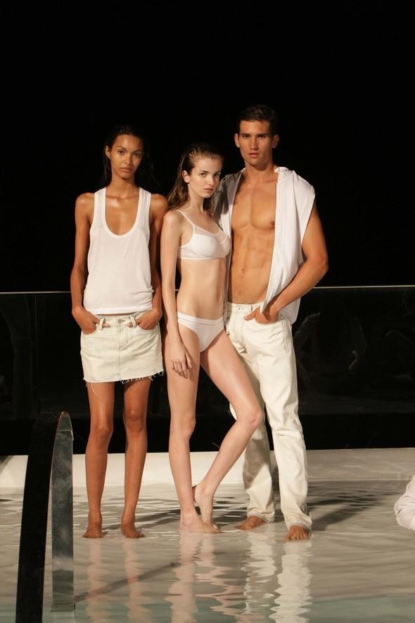 Calvin Klein Jeans: коктейль накрыше. Изображение № 4.