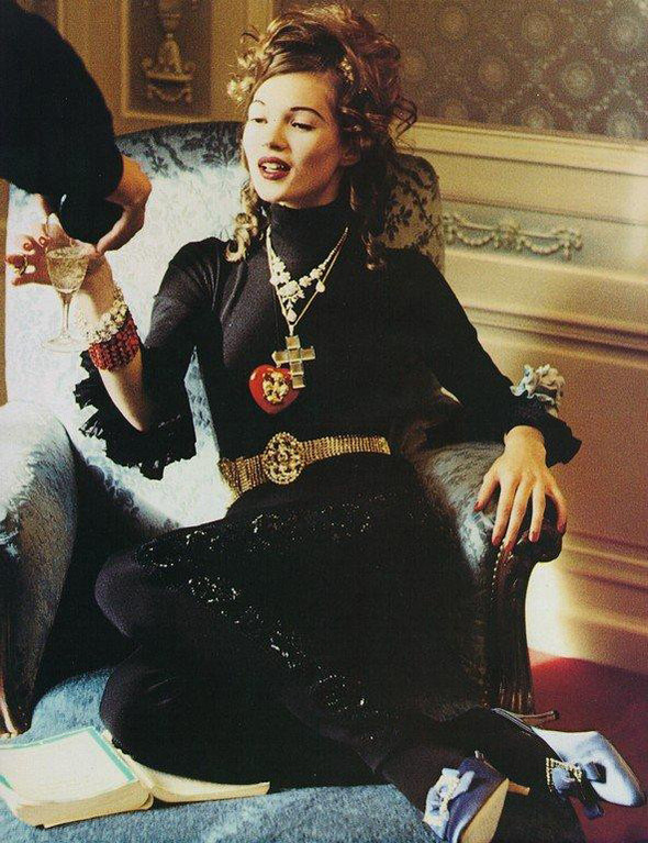Архивная съёмка: Кейт Мосс для итальянского Vogue, 1992. Изображение № 6.