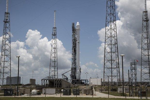 Ракета SpaceX сгрузом на МКС взорвалась на взлёте (обновлено). Изображение № 1.