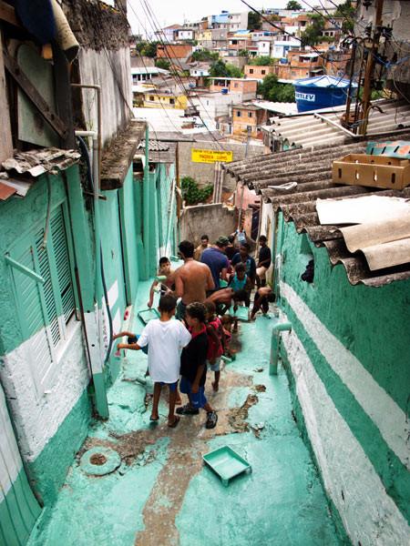 'Свет в переулках' граффити в фавелах. Изображение № 15.