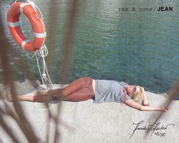 Кампания: Хелена Кристенсен сняла Каролину Куркову для Rag & Bone. Изображение № 10.