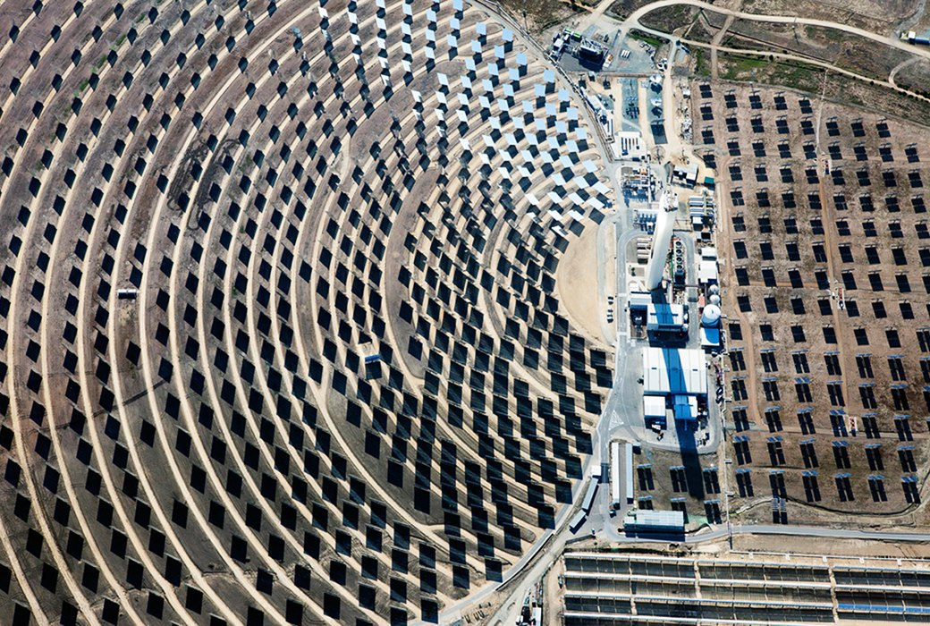 Как выглядит будущее: сотни гектаров солнечных ферм. Изображение № 14.