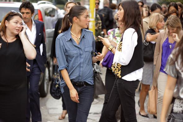Уличная мода на Milan Fashion Week: день 1. Изображение № 4.