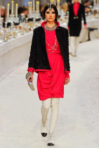 Chanel показали пре-осеннюю коллекцию. Изображение № 33.
