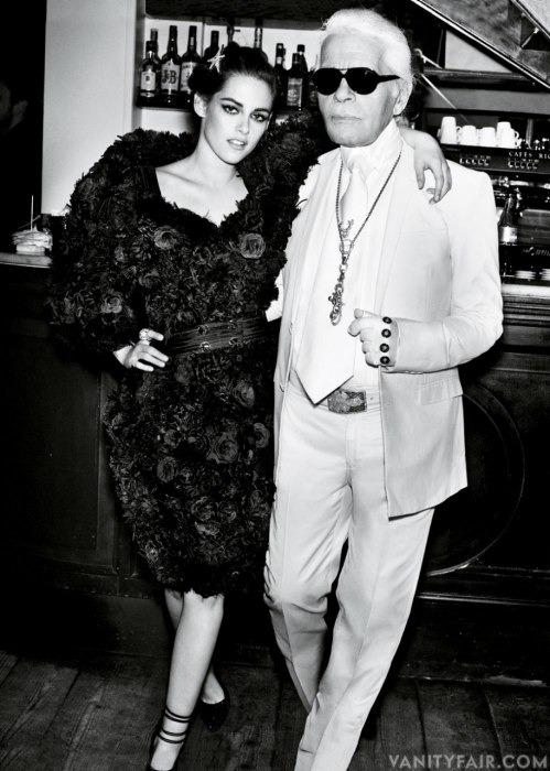 Кристен Стюарт позирует в Париже в одежде «от кутюр». Изображение № 3.