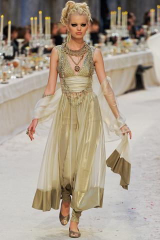 Chanel показали пре-осеннюю коллекцию. Изображение № 74.