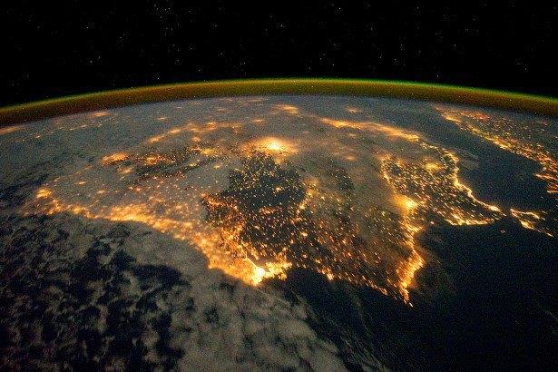 NASA представила реалистичные фото в стиле «Гравитации». Изображение № 6.