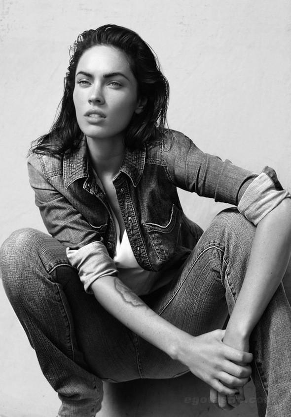 Изображение 3. Megan Fox в рекламной компании Emporio Armani.. Изображение № 3.