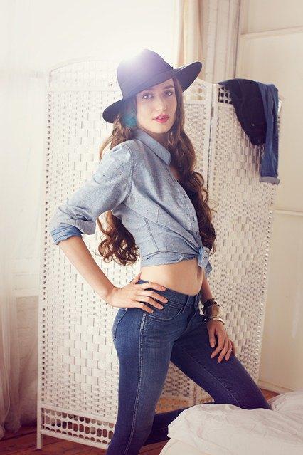 Для кампании увлажняющих джинсов снялась Лиззи Джаггер. Изображение № 1.