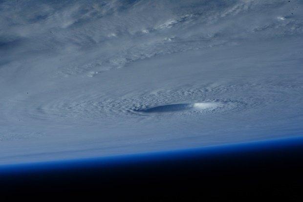 Фото дня: супертайфун Майсак с борта МКС. Изображение № 2.