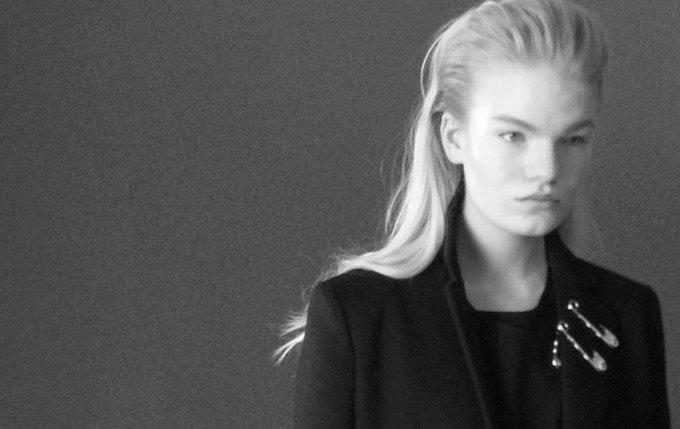 Бэкстейдж съемки коллекции Джонатана Андерсона для Versace. Изображение № 1.