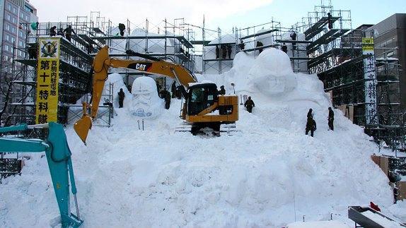 В Японии построили огромного Дарта Вейдера из снега. Изображение № 5.