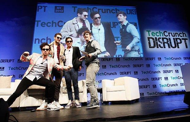 По этой фотографии становится ясно, как команда Rap Genius смотрит на «Фейсбук» и прочих якобы конкурентов. Изображение № 9.