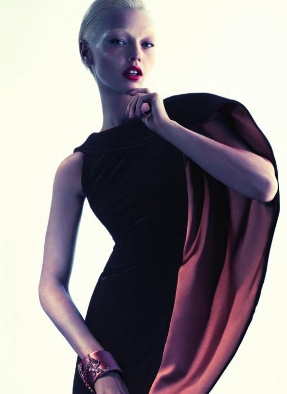 Превью кампании: Саша Пивоварова для Giorgio Armani FW 2011. Изображение № 5.