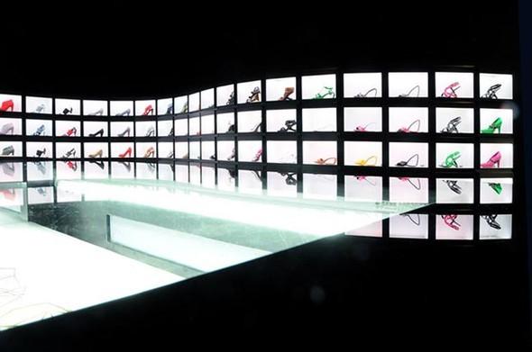 Новый, ультра-темный магазин United Nude в Нью-Йорке. Изображение № 2.