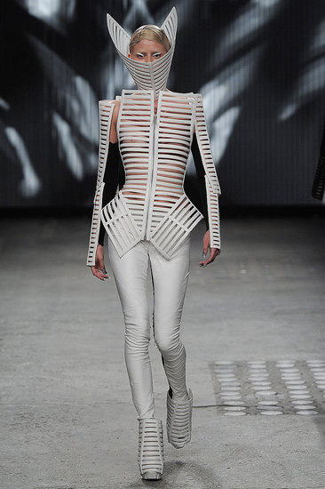 Показ: Gareth Pugh spring 2012 Ready-to-Wear. Изображение № 4.