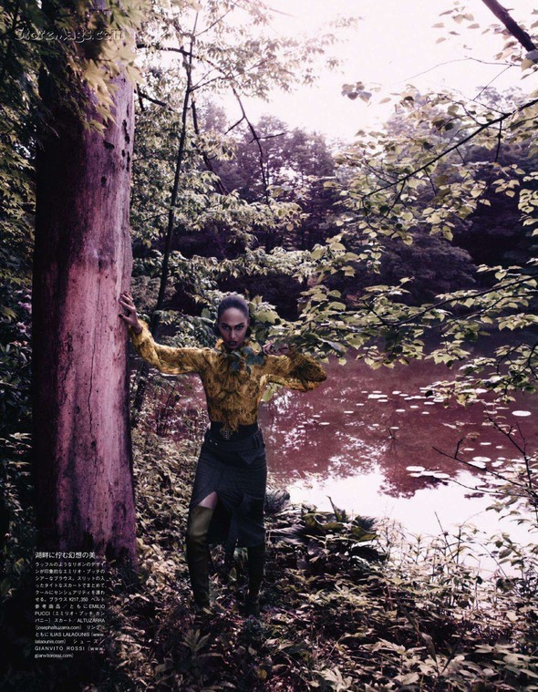 Съёмка: Джоан Смоллс для Vogue. Изображение № 8.