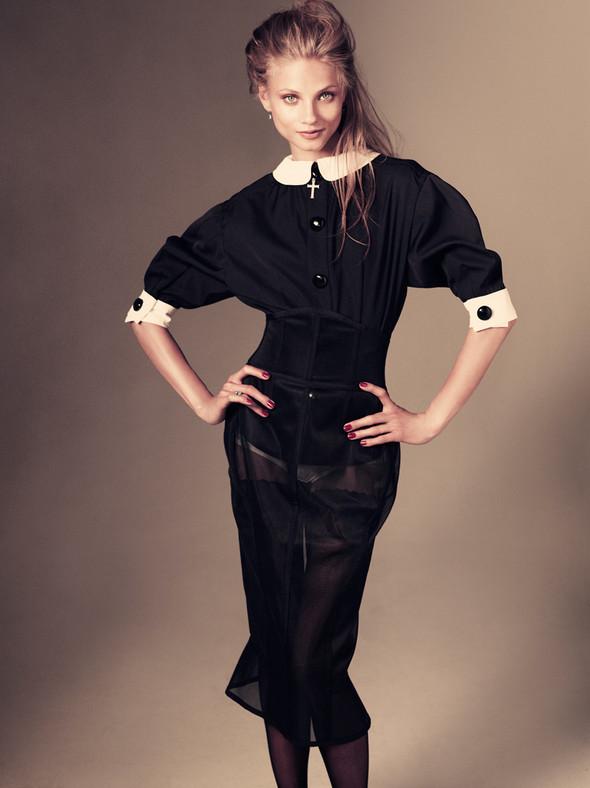 Съёмка: Анна Селезнёва для японского Vogue. Изображение № 2.