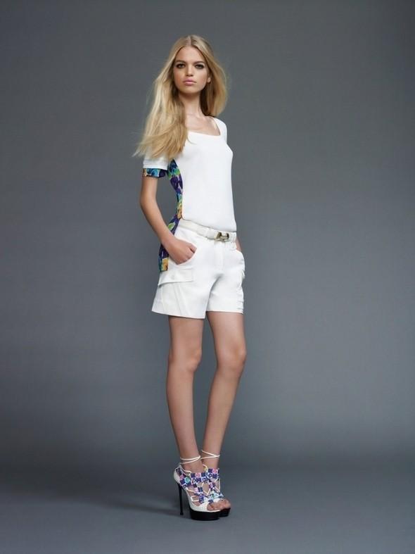Изображение 48. Лукбуки: COS, Uniqlo, Versace и другие.. Изображение № 79.