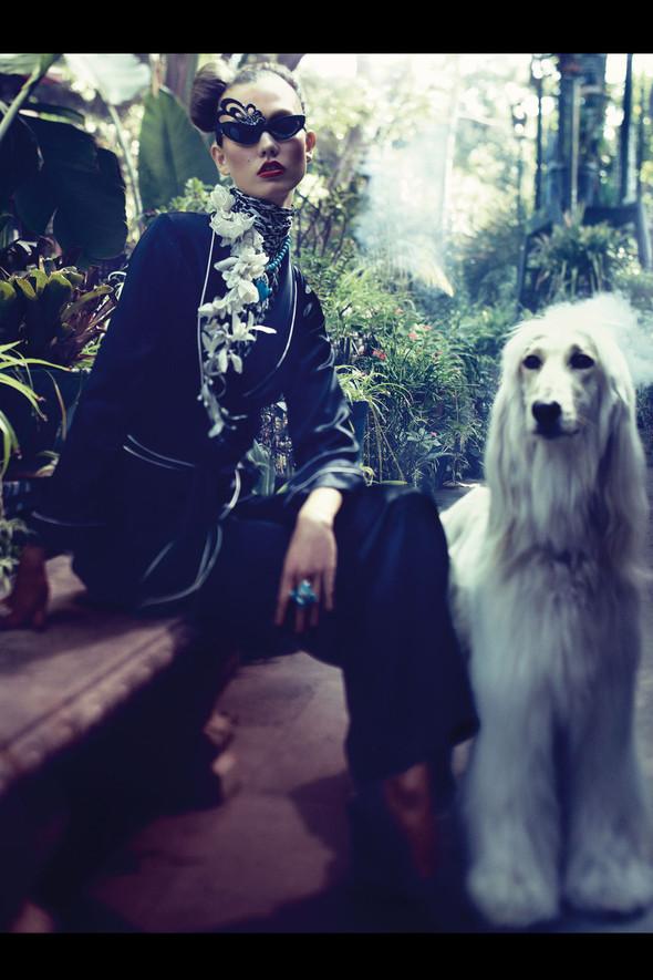 Съёмка: Карли Клосс для Vogue. Изображение № 8.