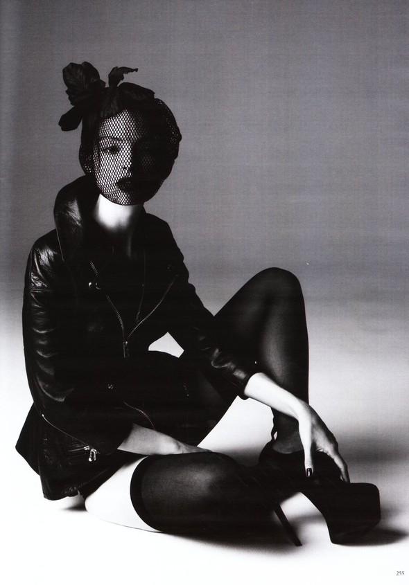 Съёмка: Карола Ремер для Vogue. Изображение № 12.