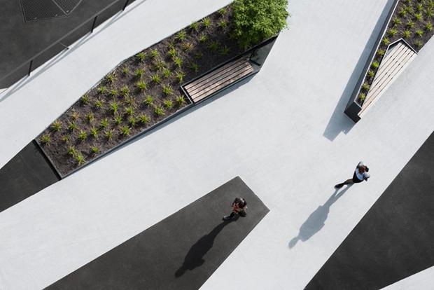 Архитектура дня: чёрно-белый квартал вцентре маленького города. Изображение № 5.