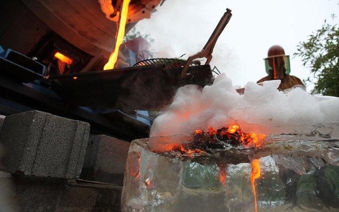 Повара приготовили стейк на искусственной лаве с температурой 1149 °С . Изображение № 4.