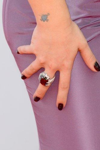 Келли Осборн с маникюром за 250 000 долларов. Изображение № 4.