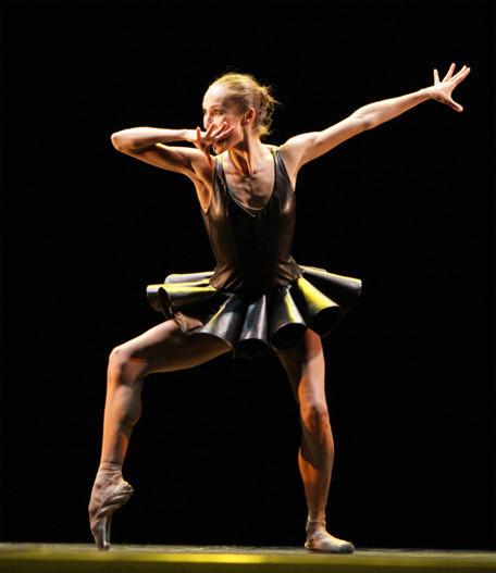 Изображение 2. Балерины в кожаных пачках Игоря Чапурина.. Изображение № 2.